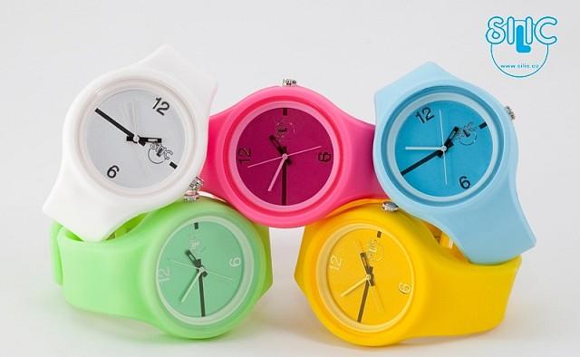 3d1c2e8dc Skvělé hodinky na léto – silikonové hodinky Silic (http://www.luxurymag