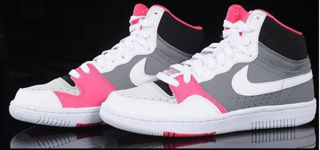 e55e02528 Vykročte do zimy komfortně - boty Nike zima 2011 — LUXURYMAG