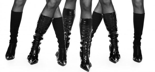 Černé kozačky – na klínku i bez podpatku — LUXURYMAG 360d930c86