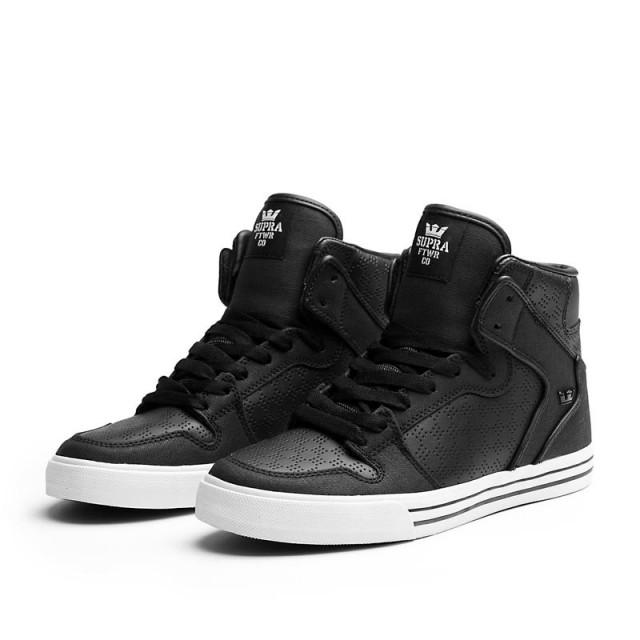 Jarní kolekce Supra bot je tady! (http   www.luxurymag. Černé kotníkové  boty Supra Vaider ... f4952deba01