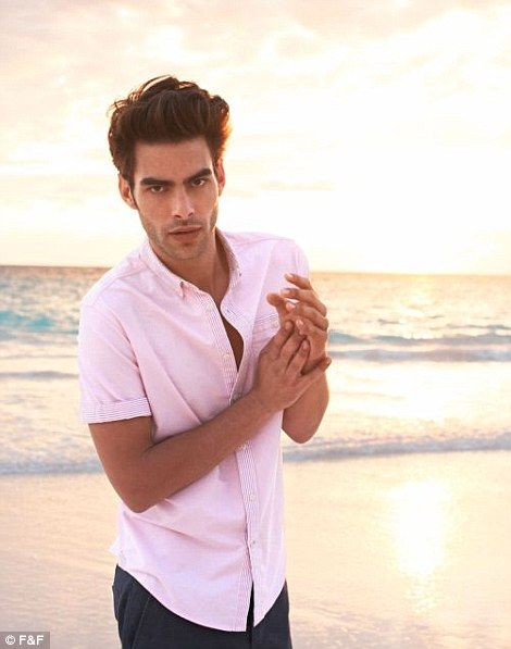 Revoluce u f f jon kortajarena a amy hixson v nov for Ford male models salary