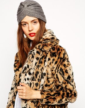 Trendy hats, caps and beanies for this winter season are here!  (http://www.luxurymag.cz)
