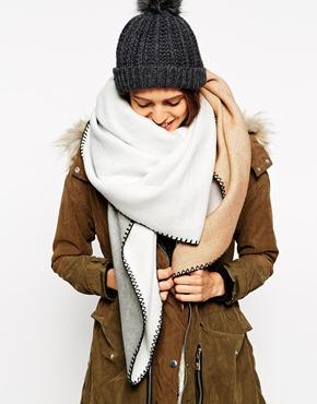 080d60bf72d ... Letošní zimu ovládnou hřejivé maxi šály (http   www.luxurymag.cz