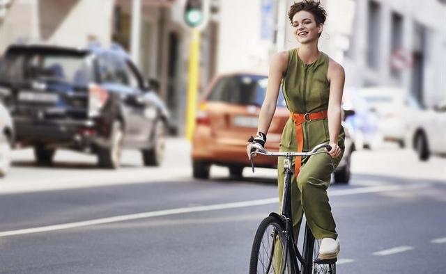 e072256a2ff Městská móda je prostě trendy a určitě se s ní setkáte i u jiných značek  než je Lindex. Reprezentují ji zejména pohodlné