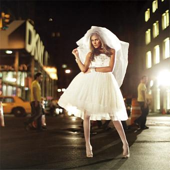 af1446a38b4 Vyberte si šaty pro nejkrásnější den vašeho života!   Svatební šaty 2009  (www.